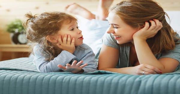 mẹ lắng nghe con gái