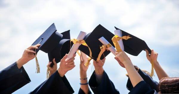 Sinh viên mới ra trường có nên Deal lương cao không